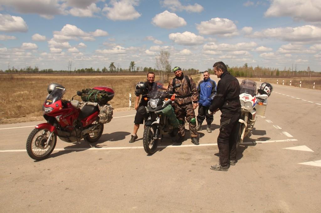 Des bikers russes qui m'offrent une belle plaque de choc!