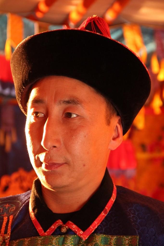 Homme en costume traditionnel