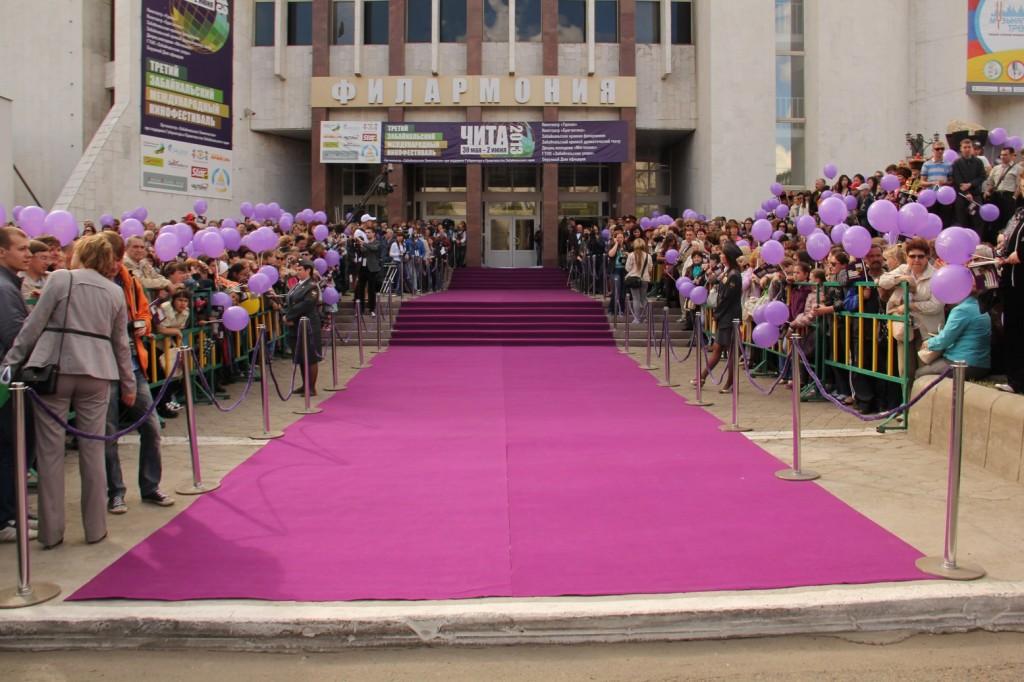 La montée des marches du Festival du Film de Chita