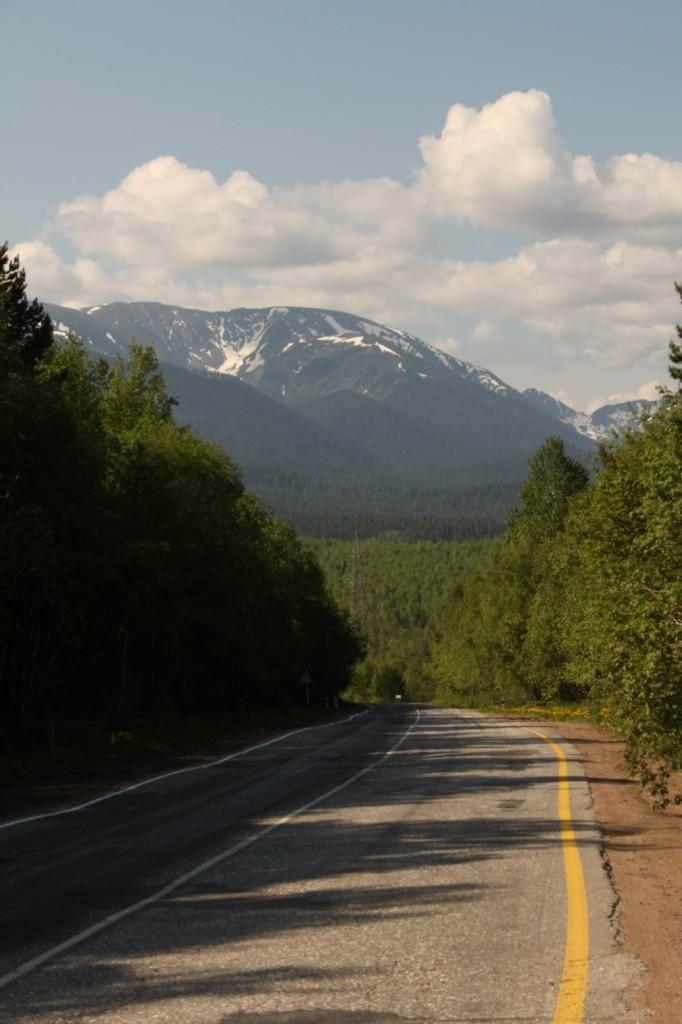Les montagnes se profilent