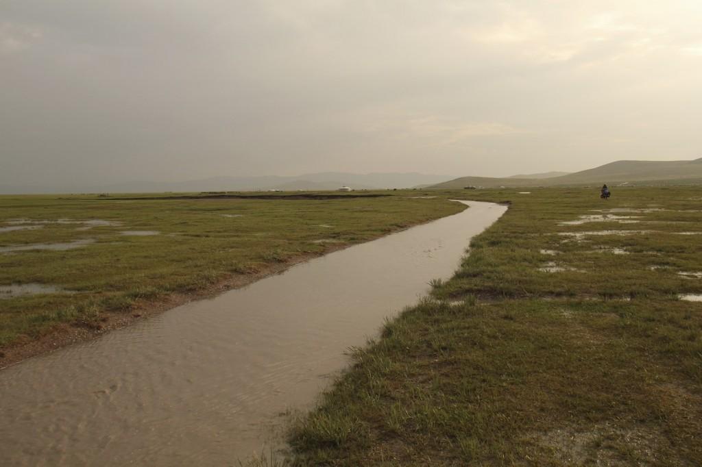 Quand la route se transforme en rivière après l'orage