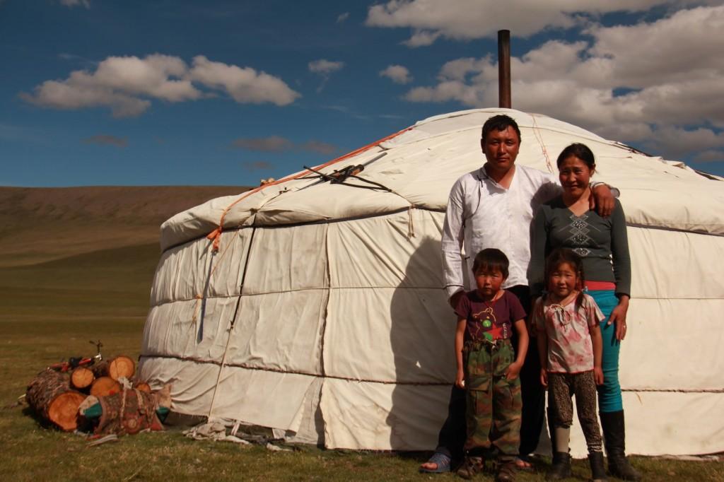 Une famille qui nous accueil pour un thé au lait et un bout de fromage