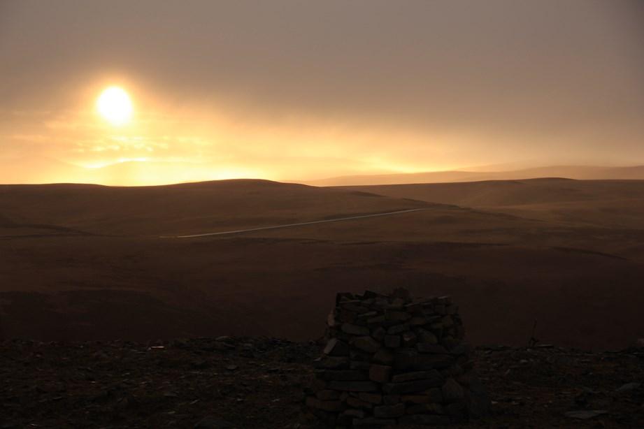 Nous subissons une tempête de neige et soudainement, tout s'arrête pour nous laisser admirer le coucher de soleil