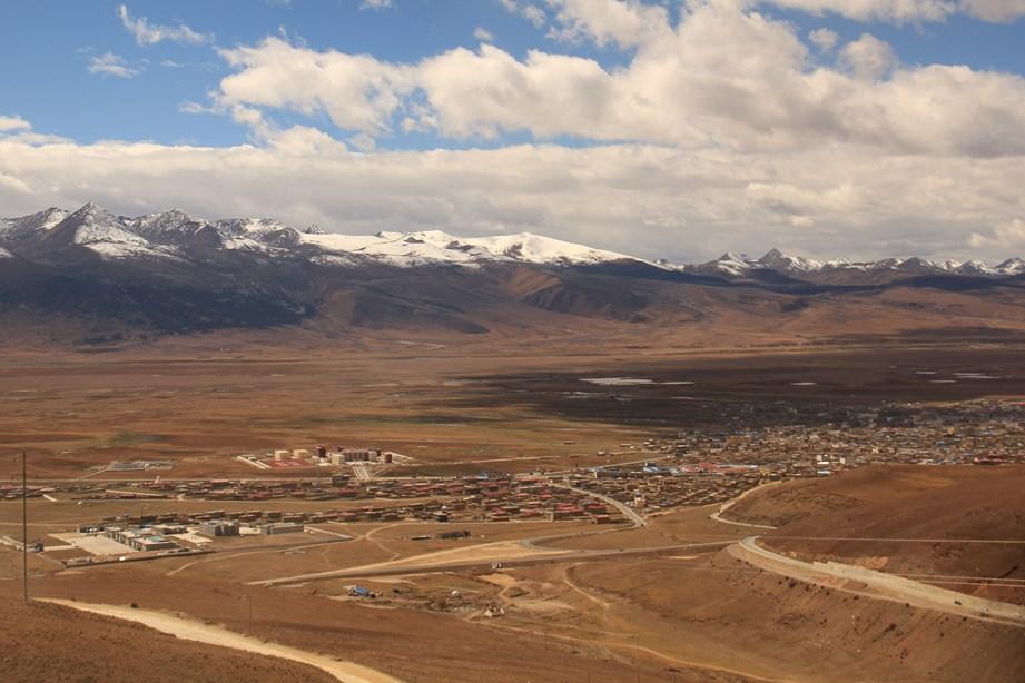 Litang, petite ville tibétaine au milieu d'un plateau où il ne règne que vent et caillou
