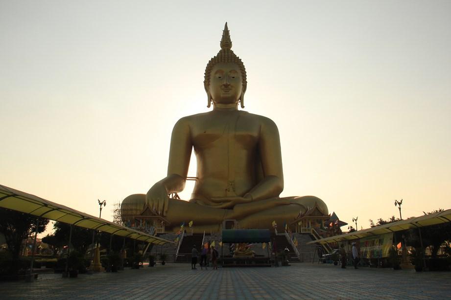 Un très grand Bouddha