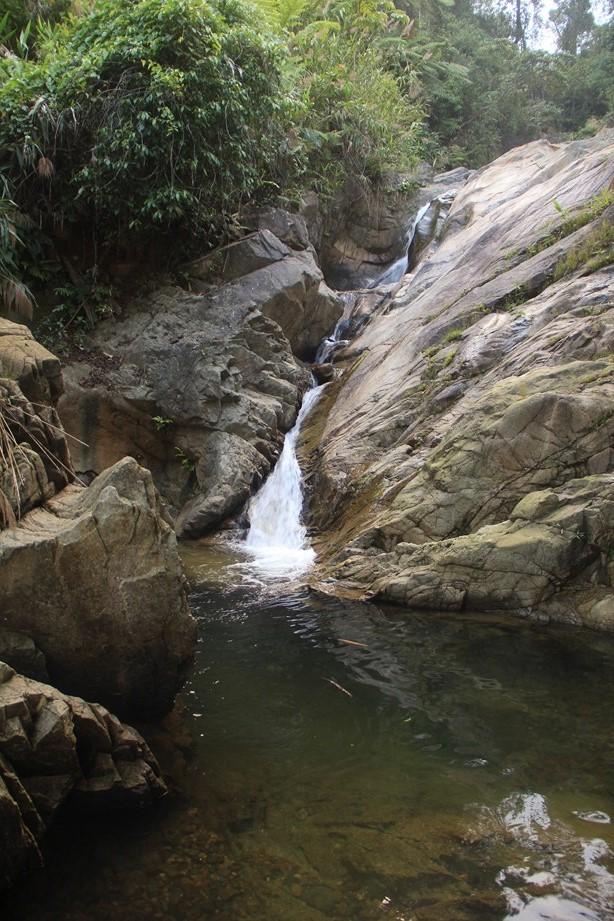 Une des centaines de cascades rencontré au bord de la route, l'occasion d'une bonne baignade