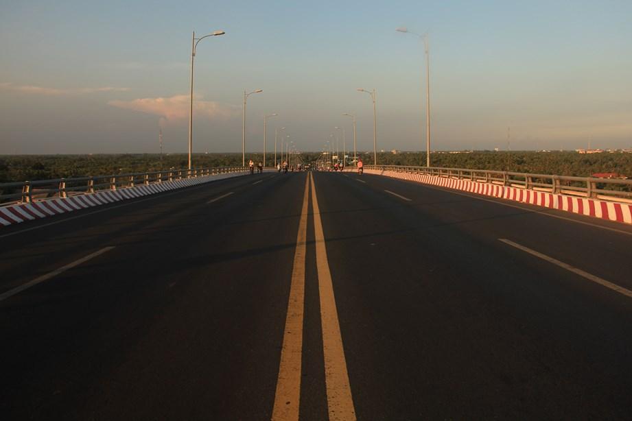 Un des très grand pont qui enjambe le Mékong