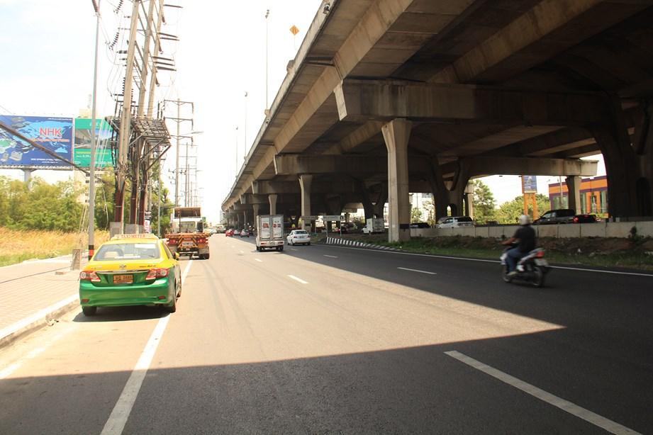 L'entrée dans Bangkok, Entre voie rapide, voie de contournement et Sky Highway, mon cœur balance (presque)
