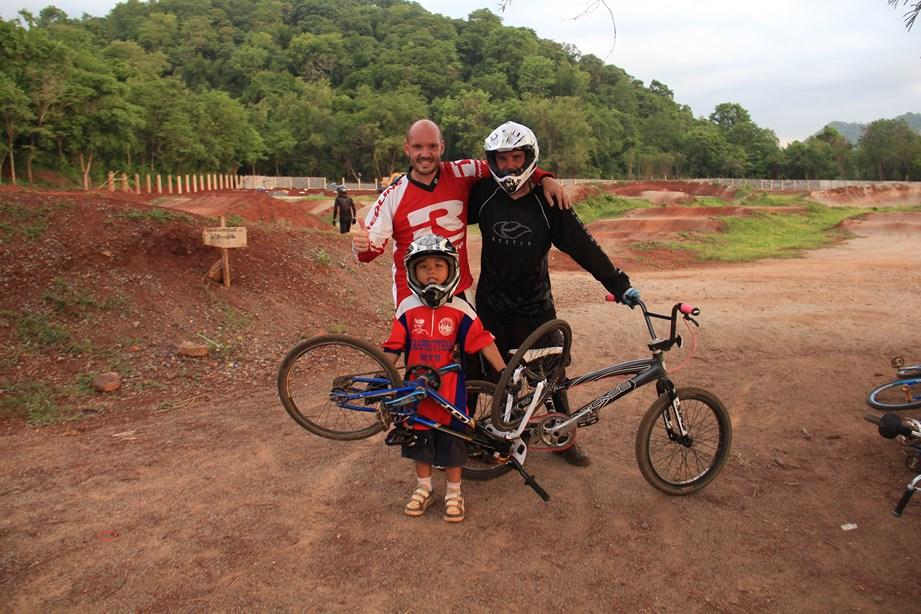 Avec Hervé et un mini rider! et si je changeais de vélo pour me mettre au BMX?