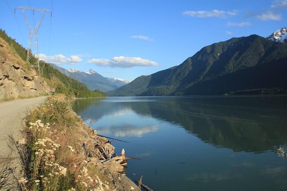 La route et le lac Lillooet