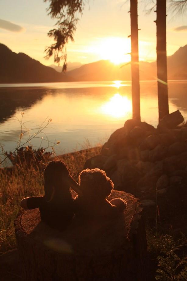 ... et je savoure un couché de soleil avec Jacqueline et son nouveau pote Praphreut