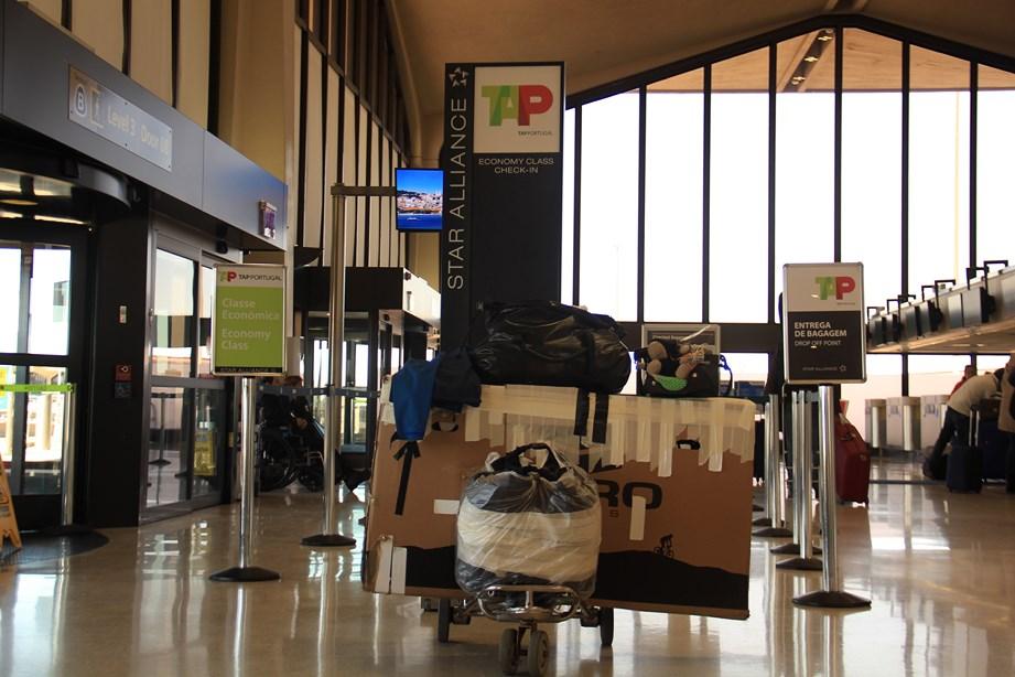 Carton, bagages et avion. La fin d'un chapitre, le début d'un autre...