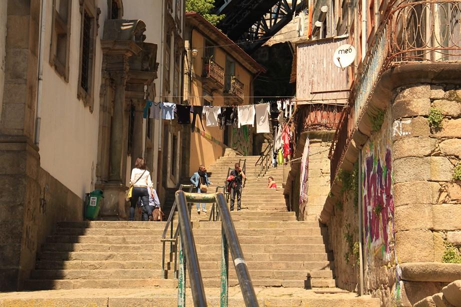 Petites, ruelles, escaliers cachés et boutiques surprises au coin des rues, voilà le charme de cette ville.