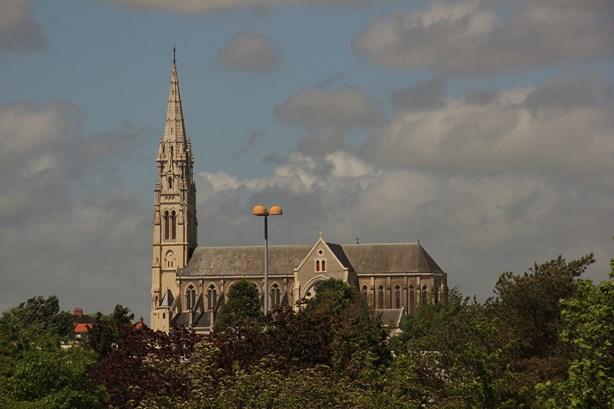 La France, ses petits villages et ses grandes églises